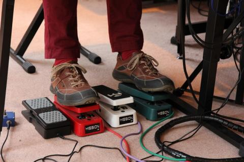 Simon O'Rorke using synth pedals: Mission Engineering custom latching footswitch; M-Gear EX-P; two Mission Engineering EP-1s; Mission Engineering EP-1R